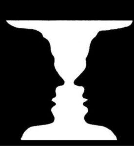 ルビンの壺:無意識的推論によって最初に壺が見えた人には向かい合う2人の顔が認識できない